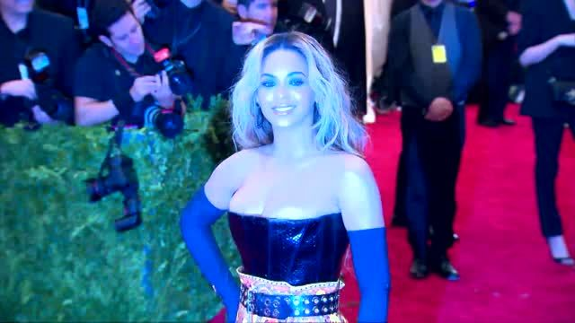 News video: Beyoncé Congratulates Kim Kardashian and Kanye West On New Baby